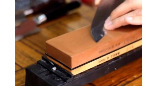 Sharpening Japanese knives on water stones